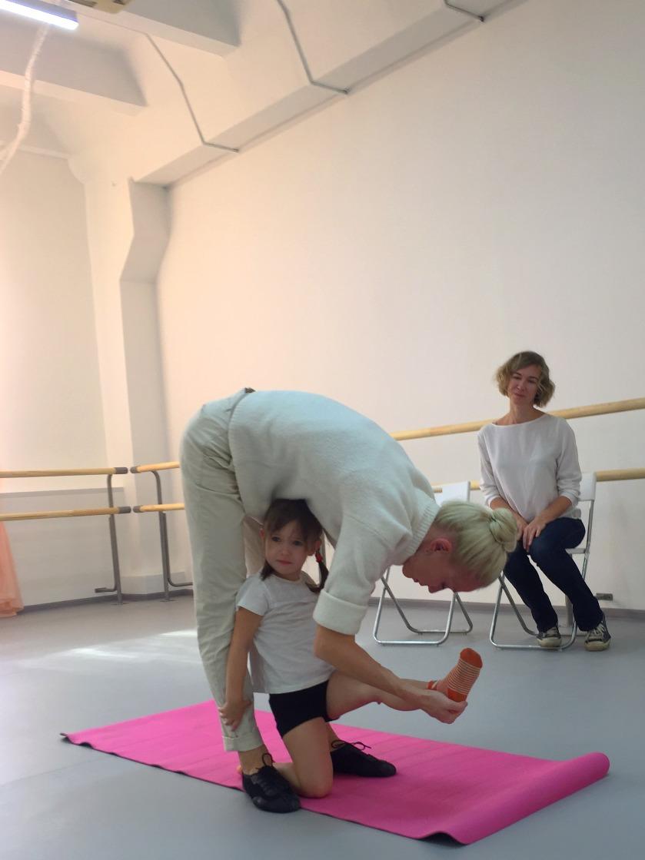 Малышка на приеме в балет