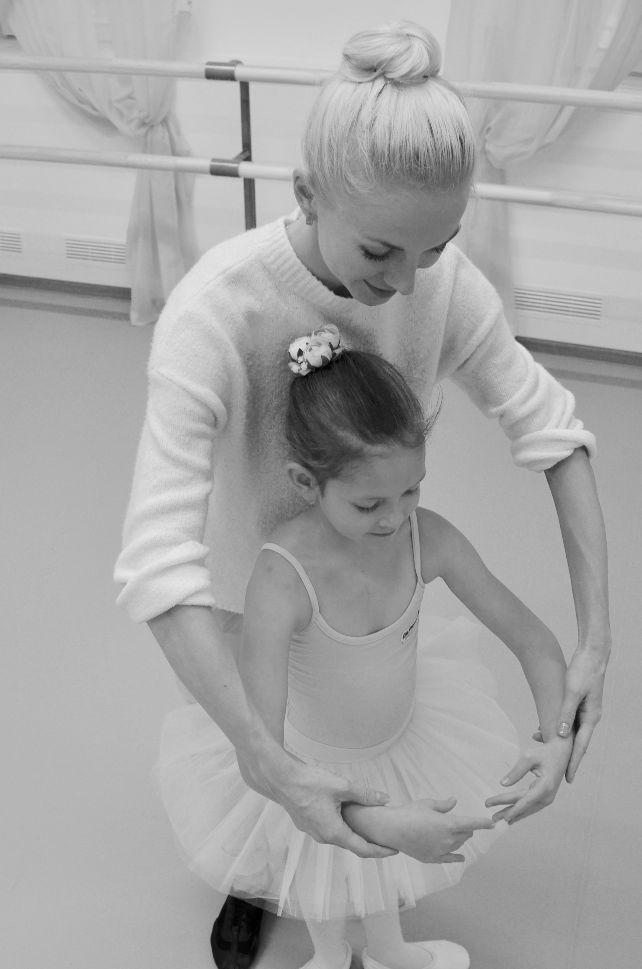 Взрослая и юная балерины