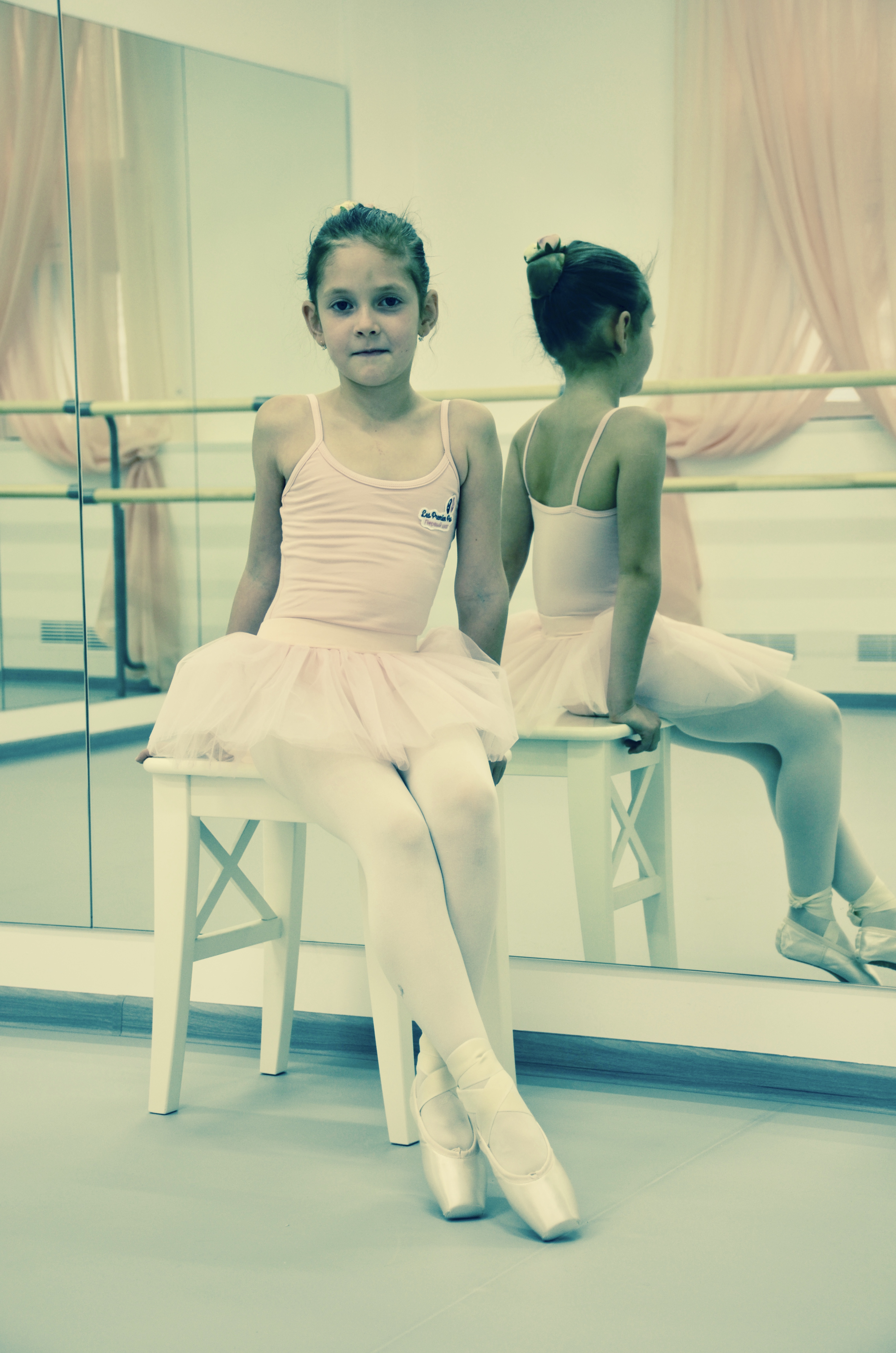 Юная балерина в пуантах