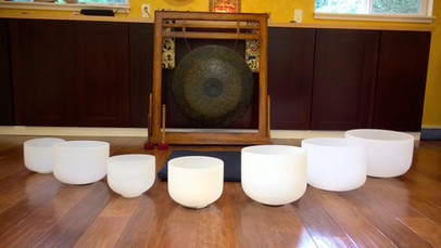singing bowls with gong