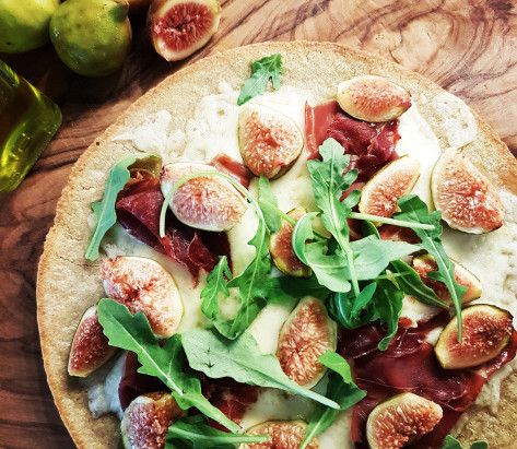 Seasonal Recipe: Fig, Fontina, and Prosciutto Pizza