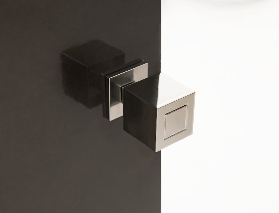 SQUARE - SOLID UNSPRUNG DOOR KNOB
