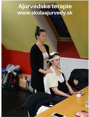Ajurvédska olejová masáž hlavy