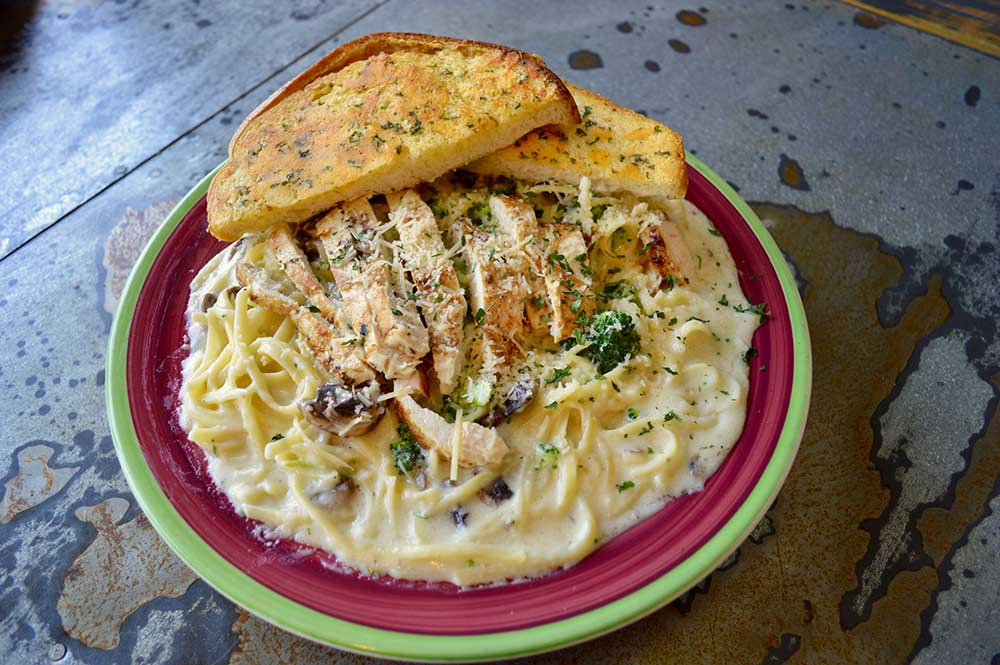 Mollies Kountry Kitchen Chicken Alfredo