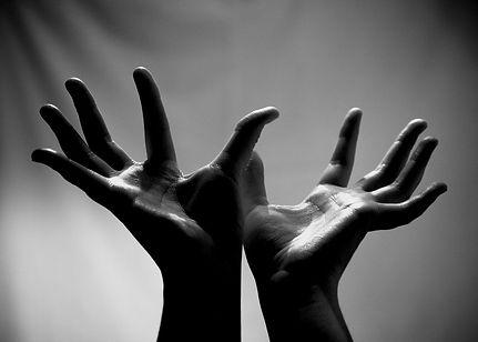 hands-5716546_1280.jpg