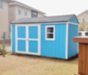 かなりの大きさがある物置小屋です。