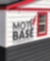 モトベース壁ロゴ