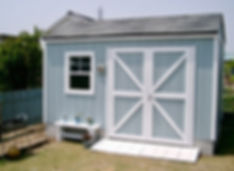 お庭におしゃれな小屋を置きましょう。