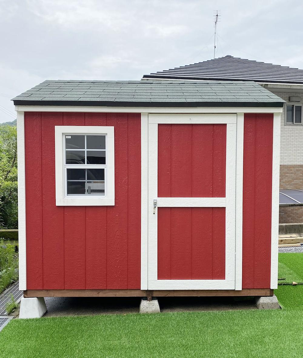 グリーンベルのかわいらしい物置小屋として人気のランカスターは、おしゃれな物置としてガーデニングの用具の収納にぴったりな大きさです。