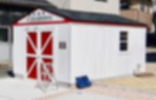 アメリカンスタイルのおしゃれなガレージ小屋。