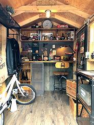 バイクガレージの内装です。