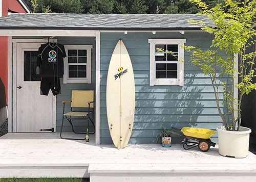 グリーンベルのナチュラルシリーズ・スタイル03は、秘密基地や隠れ家にするには最高のおしゃれな物置小屋であり、工房やアトリエや部屋にする方にも人気な商品です。