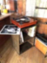 小屋の中がレコード部屋。