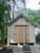 力強い正面の物置小屋です。