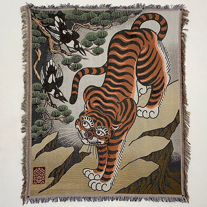 Tiger and magpies - Woven blanket