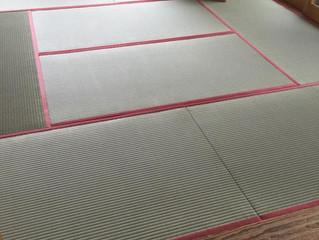 国産麻綿畳表 赤系鮫小紋柄畳縁 ヘリ付き畳