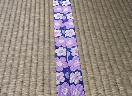 紫色のかわいらしい花柄の縁が奥様の心を掴みました