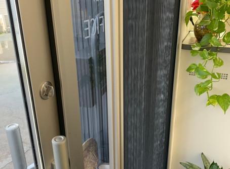 玄関網戸の設置