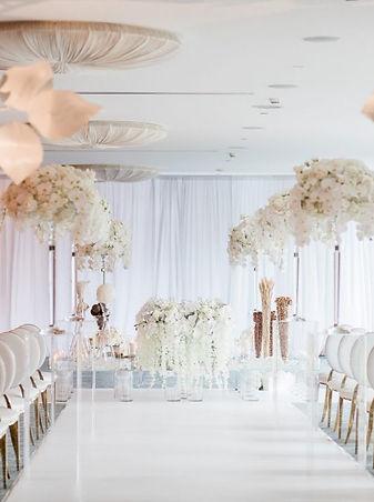 elegant-white-florals-blush-accents-wedd