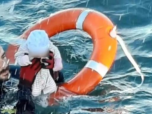 """""""Foi traumático"""", diz soldado espanhol após salvar um bebê de afogamento"""