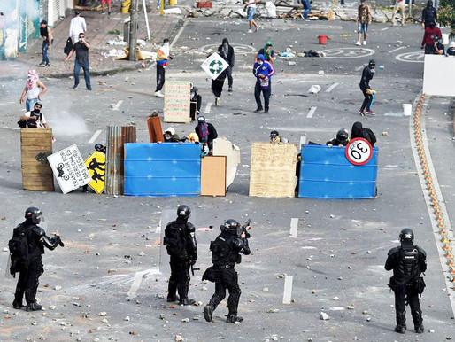 A violência policial se descontrola na Colômbia tomada por protestos, com 19 mortos e 800 feridos