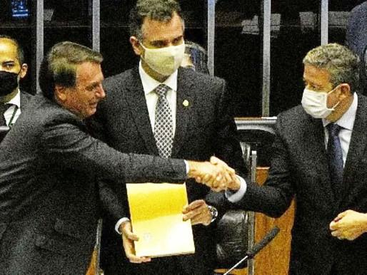 """Bolsonaro: """"A mãe do voto impresso é a Bia Kicis e o pai, Arthur Lira"""""""