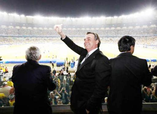 Após queda de braço com Congresso, Bolsonaro suspende pagamento das dívidas dos clubes
