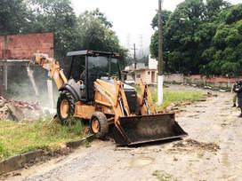 Prefeitura derruba condomínio da milícia em Campo Grande