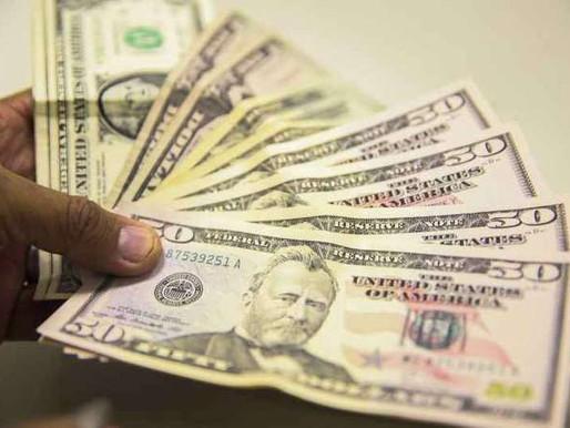 Dólar é negociado abaixo de R$ 5 pela primeira vez em um ano