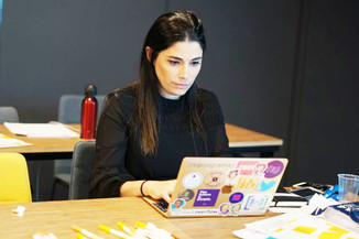 A economista que 'reprograma' a vida das mulheres no Brasil
