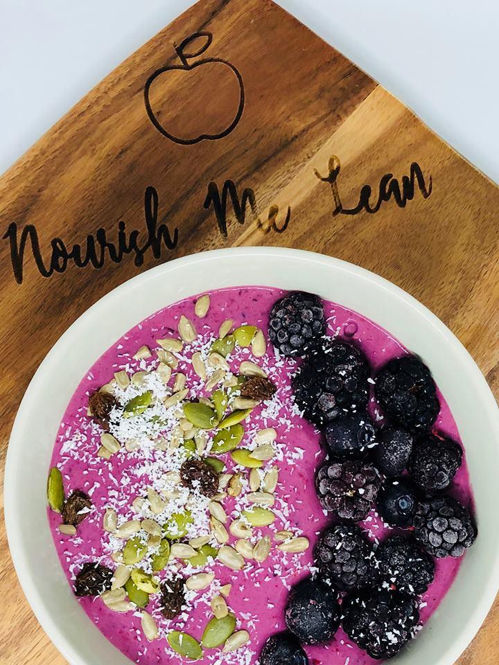Mindset Monday Berry & Banana Smoothie Bowl!