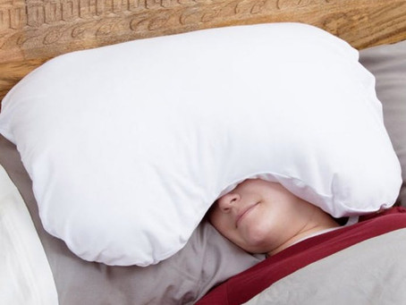 The Best Pillows for 5 Common Sleep Issues (and Napping in Noisy Places)