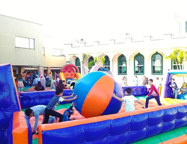Muita diversão na Mesquita Islâmica de L