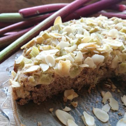 Rebarborový koláč z pohankovo-kokosové mouky
