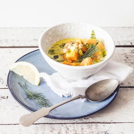Quinoová polévka s batáty a koprem