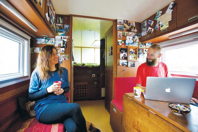 아늑한 캠핑카 내부. 울프는 여행과 등반 내용을 꼼꼼히 기록해 홈페이지와 등반 정보교류 사이트에 올린다