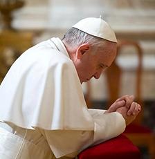 Pape-Francois-en-priere.png