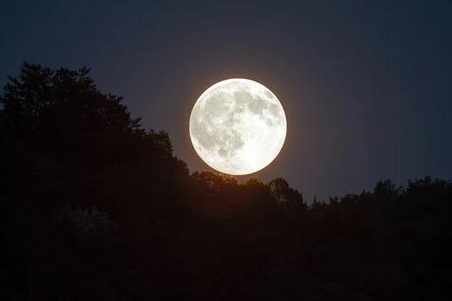 Pełnia księżyca, superksiężyc.