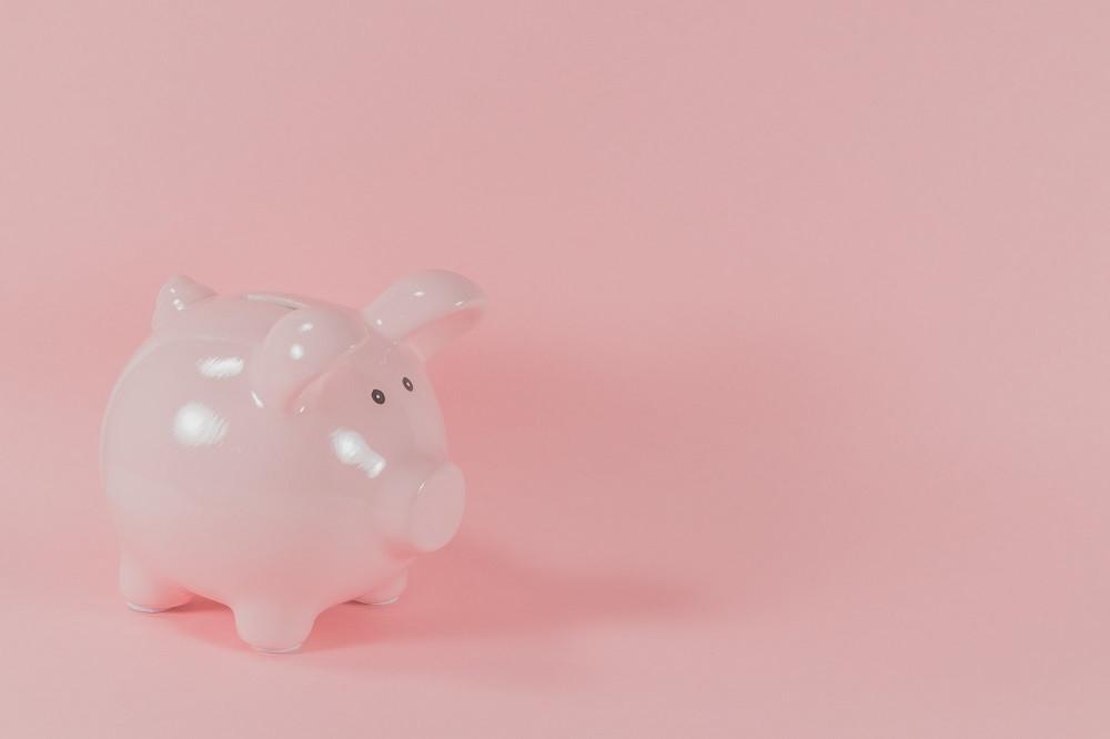 Sparschwein in der Farbe rosa