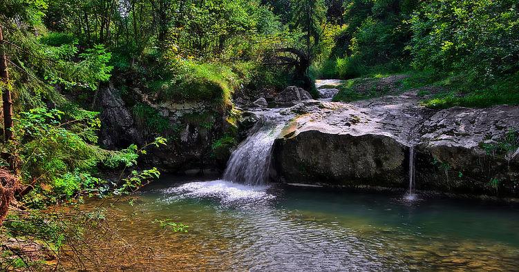 waterfall-3649113.jpg