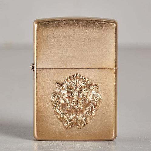 ZIPPO Löwe | hart auf hart | bronze