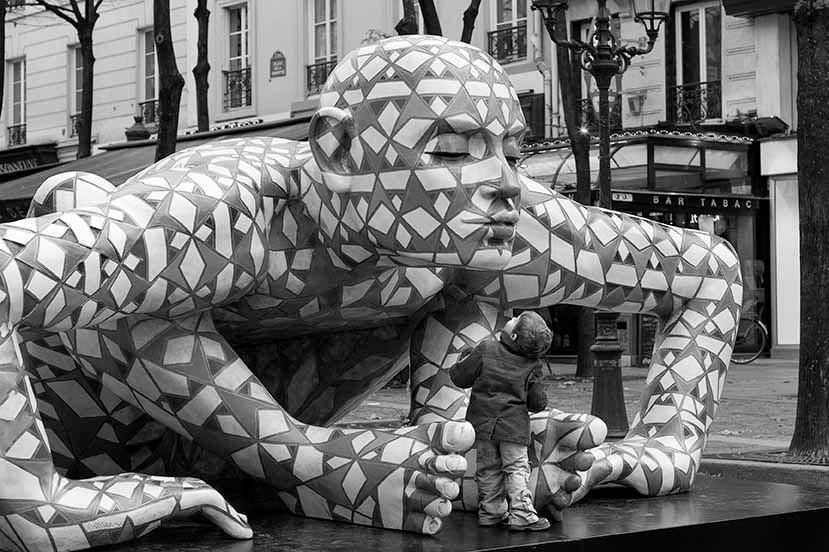 """3. Sculpture de Rabarama, """"Co-stell-azione""""."""