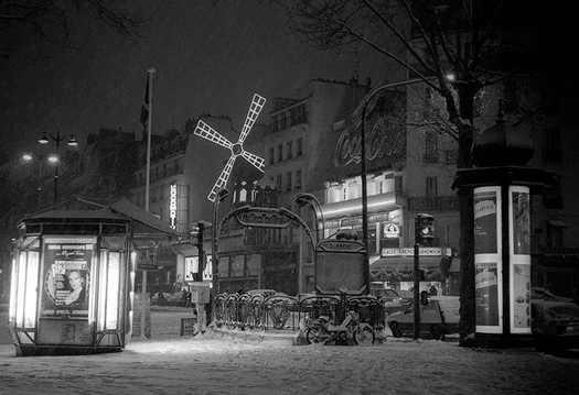Paris, la nuit.