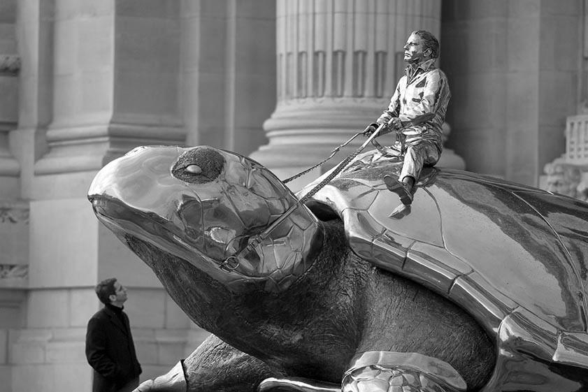 2. La tortue géante de Jan Fabre.