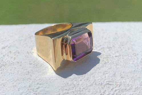 18kt Yellow Gold Amethyst ring