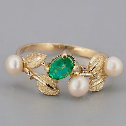 "14kt Yellow Gold Emerald ""Flower"" Ring"