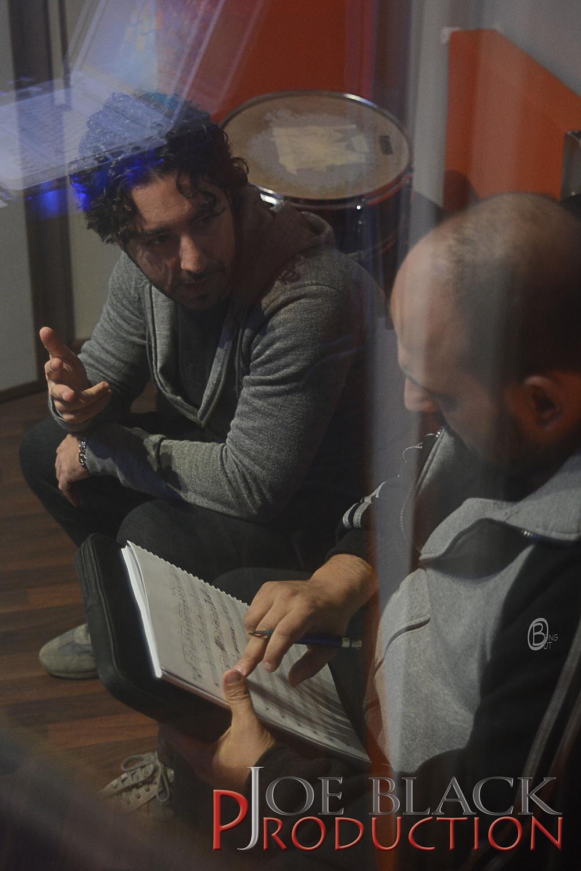 Fabio Barnaba e Alex Napolitano lavorano su un arrangiamento  presso Avalon Studio
