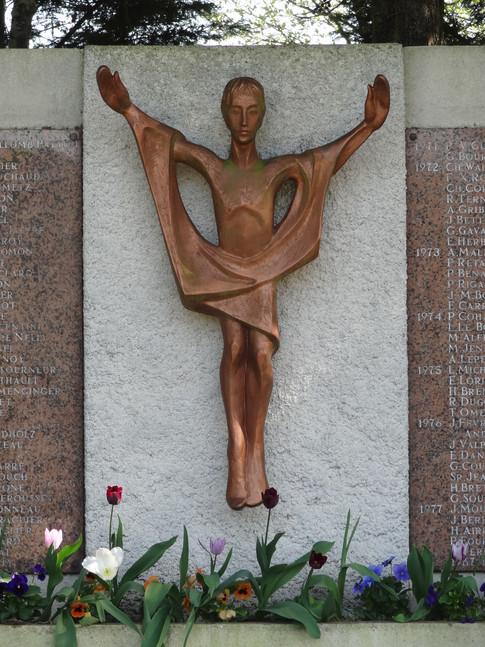 Le monument à la mémoire des missionnaires décédés au terme d'une vie dédiée aux plus pauvres