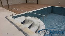 Corrimão de piscina