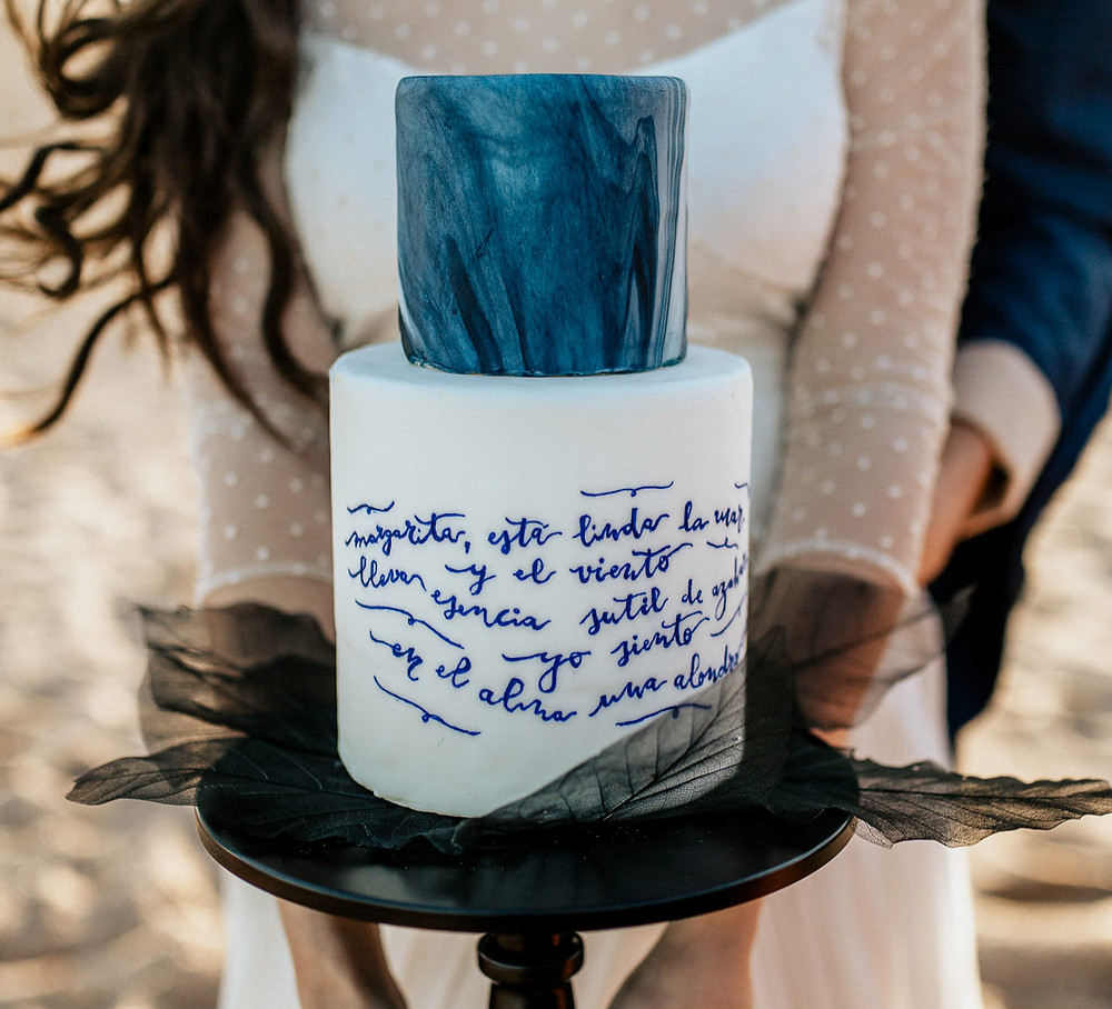 tarta de boda con poema grabado